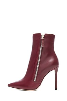 GIANVITO ROSSI | Leather Pointed Ankle Leather Boots in Burgundy