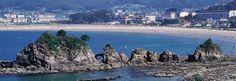 Viveiro: Playa de Covas, con los Castelos.