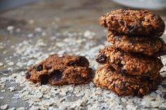 An healthy oatmeal cookies recipe that you could make with your eyes closed in just 5 minutes. Vegan, natural, wholesome and delicious!