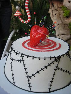 Tim Burton Wedding Cake *ahem* @Kim Russell Oh dear, i really need to make a board just for cakes.