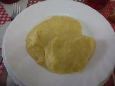 Atascaburras. Básicamente, es un puré que contiene bacalao. Receta típica manchega. Para los extranjeros, La Mancha es una región española que cubre las provincias de Toledo, Cuenca, Ciudad Real y Albacete.