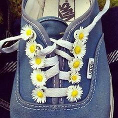 mini daisies on laces / Vans shoes  Ayrasun needs this...daisy buttons on shoe strings on a little pair of tennis shoes