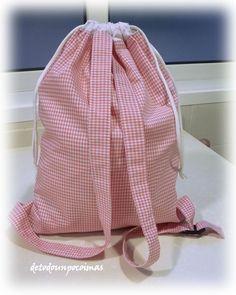 Pero que abandonado que tengo mi pobre blog..... con la de cosas que tengo que enseñaros.... empezamos con esta mochila para Irina. Esper...