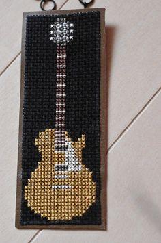 クロスステッチのバッグチャームです。 裏は牛革。後処理をしていますので毛羽立ちはありません。ギターが好きで、クロスステッチで作ってみました。実際にギターを弾か...|ハンドメイド、手作り、手仕事品の通販・販売・購入ならCreema。 Bead Loom Designs, Bead Loom Patterns, Cross Stitch Patterns, Native Beading Patterns, Beaded Bracelet Patterns, Diy Bookmarks, Cross Stitch Bookmarks, Perler Bead Disney, Bead Loom Bracelets
