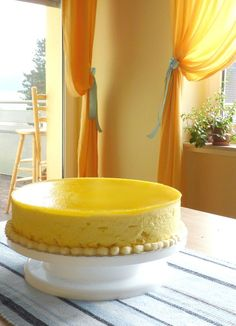 Simple Mango Cake recipe with flavors that are perfectly balanced. Packed with fresh, sweet mango goodness from the filling all the way to the toppings. Mango Mousse Cake, Mango Cheesecake, Mango Cake, Mango Cupcakes, Filipino Desserts, Asian Desserts, Cold Desserts, Mango Dessert Recipes, Cold Cake