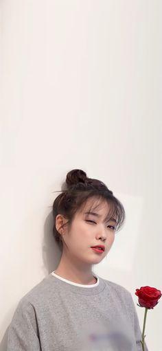 Iu Short Hair, Iu Hair, Asian Short Hair, Cute Korean Girl, Asian Girl, Cute Backgrounds For Phones, Snow Girl, Beautiful Japanese Girl, Girl Photo Poses