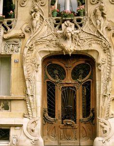 macaroononastick:    tikilights:smokeandsassafrass:Beautiful art nouveau architecture that I stumbled upon in Paris.