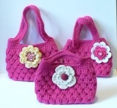 Crochet Patterns Gifts Let& create: Crochet Gift Card Holders/Small Gift Bags Quick Crochet, Cute Crochet, Crochet Hooks, Small Gift Bags, Small Gifts, Granny Square Crochet Pattern, Crochet Patterns, Small Crochet Gifts, Crochet Girls