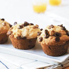 Orange Choc Chip Muffins: Oranges and chocolate are a match made in heaven, as these delightful muffins prove. Mini Muffins, Pumpkin Cream Cheese Muffins, Chocolate Banana Muffins, Banana Muffins Nz, Muffin Recipes, Baking Recipes, Breakfast Dessert, Breakfast Bites, My Best Recipe