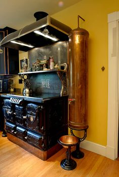 oh, hey there Steampunk Kitchen. I think this could be a good home for his/hers Boba Fett/Wonder Woman standing mixers. Steampunk Bedroom, Steampunk Interior, Steampunk Home Decor, Steampunk Furniture, Steampunk Crafts, Steampunk Gadgets, Design Steampunk, Style Steampunk, Steampunk House