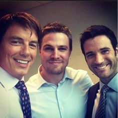 "John Barrowman, Stephen Amell and Colin Donnell get ""captured"" on set of #Arrow."