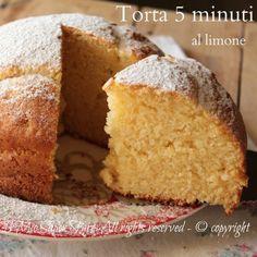 Torta 5 minuti al limone senza burro soffice come una nuvola il mio saper fare Italian Cake, Italian Desserts, Vasilopita Cake, Cake Receipe, Delicious Desserts, Dessert Recipes, Italian Pastries, Cake & Co, Pan Dulce