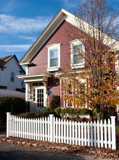 The gracefully curved picket fence from New England Cedar Fence is sold in sections from 4' to 8' wide.