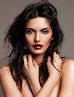Brunette makeup, Long messy hair, dark red lips and cool makeup inspiration.