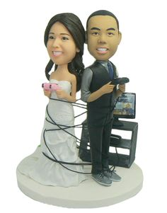 Totally need to get this! Video game wedding cake topper. $176.94 from mymemorydolls.com.