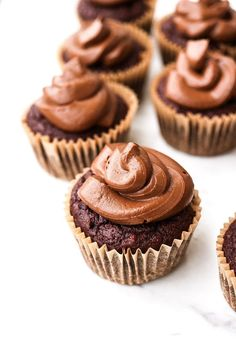 Date-Sweetened Chocolate Cupcakes with Chocolate Mousse Frosting (vegan) — Plant and Sprout Chocolate Mousse Frosting, Chocolate Icing Recipes, Vegan Chocolate Mousse, Healthy Chocolate, Homemade Chocolate, Delicious Chocolate, Chocolate Desserts, Vegan Desserts, Chocolate Cake