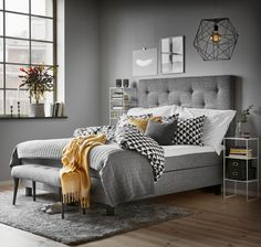 32 Lovely Relaxing Bedroom Colors And Decor Ideas inspirationen Gelb 32 Lovely Relaxing Bedroom Colors And Decor Ideas Relaxing Bedroom Colors, Living Room Colors, Cozy Bedroom, Home Decor Bedroom, Modern Bedroom, Luxurious Bedrooms, Luxury Bedrooms, Master Bedrooms, Bedroom Styles