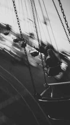 НА ОБОИ | ВКонтакте Gray Aesthetic, Black Aesthetic Wallpaper, Night Aesthetic, Black And White Aesthetic, Aesthetic Wallpapers, Black And White Picture Wall, Black N White, Black And White Pictures, Images Esthétiques