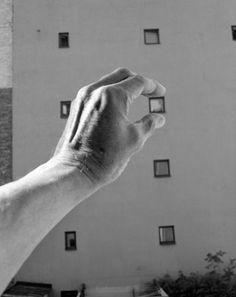 Arno Rafael Minkkinen - Interiors and Exteriors - [schema B] Prende in mano un oggetto del paesaggio