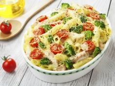 Add some color to your casserole with some juicy grape tomatoes and crunchy broccoli. The casserole that has it all is simple to make and delicious to eat! Chicken And Vegetable Casserole, Veggie Pasta, Chicken Casserole, Chicken And Vegetables, Casserole Recipes, Veggies, Pasta Casserole, Potluck Recipes, Pasta Recipes