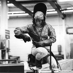 Simple reduced awesome metal welding projects visit this site Welding Jobs, Mig Welding, Metal Welding, Welding Art, Welding Ideas, Welding Crafts, Welder Tattoo, Welding Women, Acetylene Welding
