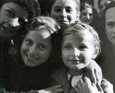 """Jewish Children"" Смайлик «heart» Photo: Roman Vishniac (1897 - 1990) Ukraine - Mukachevo, circa 1937"