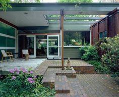 Span House http://cimmermann.co.uk/blog/modernist-homes-uk-best/