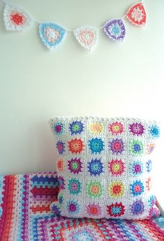 Heart Handmade UK: Pillow, blanket and wall hanging. Wonderfully Colorful Crochet Inspiration from Memi Rose