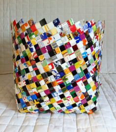 tetra pack basket … Recycled Jewelry, Recycled Crafts, Diy And Crafts, Tetra Pak, Reuse Recycle, Woven Rug, Creative Inspiration, Projects To Try, Weaving