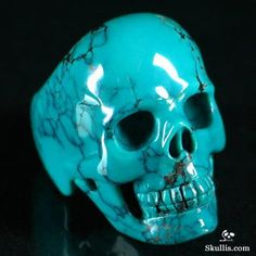 The Different Reasons Why People Wear Skull Jewelry Crystals Minerals, Rocks And Minerals, Crystals And Gemstones, Stones And Crystals, Memento Mori, Skull Engagement Ring, Skull Jewelry, Skull Rings, Skulls And Roses