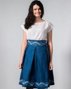 Der Wickelrock aus echtem Mühlviertler Blaudruck Leinen passt für Taillenweite bis ca 85 cm Waist Skirt, High Waisted Skirt, Schneider, Skirts, Shopping, Fashion, High Waist Skirt, Linen Fabric, Printing