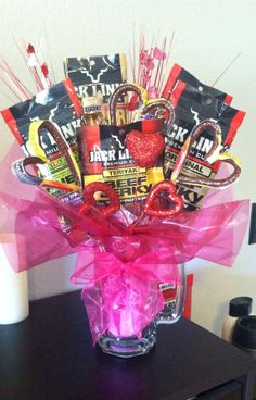 Made a beef jerky and snickers bouquet for the boyfriend, he loved it! Valentines Day Gifts Boyfriends, Valentines Baskets For Him, Valentines Day Gifts For Him Marriage, Valentines Sweets, Diy Valentines Day Gifts For Him, Valentine Ideas, Gift Baskets For Him, Bday Gifts For Him, Surprise Gifts For Him