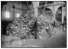 1910s : Soldiers' bags astray
