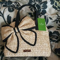"""💟Kate Spade ♠Maise♠ 💟 Small Maise Straw bag. Never been used. 💟 Unique bag. Comes with straps as well.  💟 Firm price unless bundled. 💟 6""""H x 9""""W x 3.9""""D 💟 Shoulder strap drop length 23.5"""" kate spade Bags"""