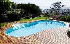 Magnifique piscine aux formes libres sur les hauteurs de Cannes. #piscine #waterair #cannes