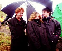 Our Golden Trio Rupert Grint, Emma Watson and Daniel Radcliffe on the set of Harry Potter and the Prisoner of Azkaban. Images Harry Potter, Harry Potter Actors, Harry James Potter, Harry Potter World, Harry Potter Friendship, Hogwarts, Slytherin, Ron Et Hermione, Harry Potter Hermione Granger