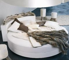 I want this round bed so badly!!