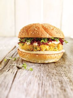Vegetable burger with quinoa Quinoa Veggie Burger, Vege Burgers, Quinoa Salad Recipes, Veggie Recipes, Baby Food Recipes, Vegetarian Cooking, Vegetarian Recipes, Healthy Recipes, Hamburger Vegetarien