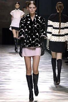 Louis Vuitton Fall 2003 Ready-to-Wear Collection Photos - Vogue