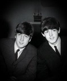 John Lennon and Paul McCartney. Foto Beatles, The Beatles 1, Beatles Band, Beatles Photos, John Lennon Beatles, Beatles Lyrics, Ringo Starr, George Harrison, Beatles Party