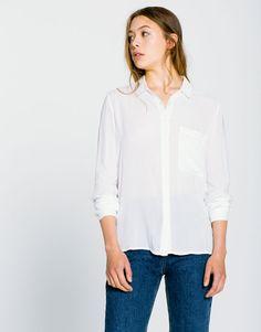 Camisa básica lisa - Blusas y camisas - Ropa - Mujer - PULL&BEAR España