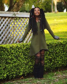 So cozy & perfect for cooler weather and it has a large hood to protect you from the wind and the … Mode Alternative, Alternative Fashion, Black Girl Fashion, Dark Fashion, Street Fashion, Beautiful Black Women, Beautiful People, Punk Mode, Afro Punk Fashion