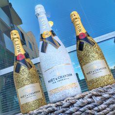 Glitter Moet Champagne by @ChampagneBisou Contact to order: ChampagneBisou@gmail.com IG: ChampagneBisou #champagne#weddingchampagne#weddings#bubbly#wedding#glambottle#glitterbottle#bottles#memorybottle#keepsakebottle#bling#gold#glam#luxury#champagnebisou #moet #moetchandon #moetice #sparkle #glitter #glitz #luxe Bon Champagne, Glitter Champagne Bottles, Bling Bottles, Champagne Party, Glitter Wine, Pop Bottles, Liquor Bottles, Champagne Brands, Alcohol Bottle Decorations