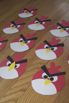 Angry birds invitations - this is the front, words are on back Cumpleaños Angry Birds, Festa Angry Birds, Angry Bear, Bird Birthday Parties, Birthday Cards For Boys, Art For Kids, Crafts For Kids, Homemade Face Paints, Bird Party