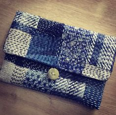 Boro, sashiko... Japanese Quilts, Japanese Textiles, Fabric Handbags, Fabric Bags, Boro Stitching, Hand Stitching, Patchwork Bags, Quilted Bag, Shashiko Embroidery