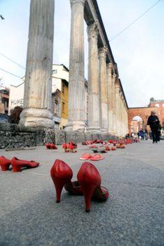 Milan : Des chaussures rouges pour dire stop aux violences sur les femmes
