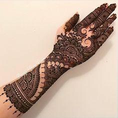 """5,991 Likes, 28 Comments - Pakistan Style Lookbook (@pakistanstylelookbook) on Instagram: """"Stunning henna inspo 😍✨ #PakistanStyleLookbook"""""""