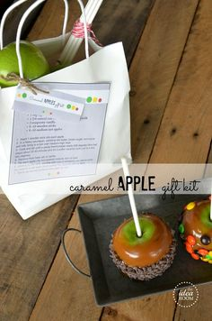 Make and give these fun and unique Caramel Apples Gift Kits for your friends and family this fall. A great way to spread the fall festivities and have fun while doing it. #caramelapples #fall #fallgift #caramelapplegiftkit #giftkit #apples #caramel Apple Recipes, Fall Recipes, Apple Gifts, Dried Apples, Food Gifts, Homemade Gifts, Diy Gifts, Caramel Apples, Holiday Fun