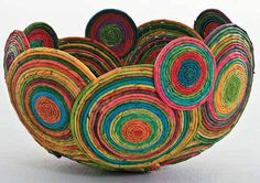 Magazine Crafts: 23 Ideas, Photos + Step by Step - artesanato - Recycled Magazine Crafts, Recycled Paper Crafts, Rope Crafts, Diy And Crafts, Decor Crafts, Quilling Paper Craft, Paper Crafts Origami, Journal D'art, Rolled Paper Art