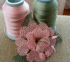 just a visua . no pattern or Satin Flowers, Beaded Flowers, Diy Flowers, Crochet Flowers, Fabric Flowers, Needle Tatting, Tatting Lace, Needle Lace, Lace Making